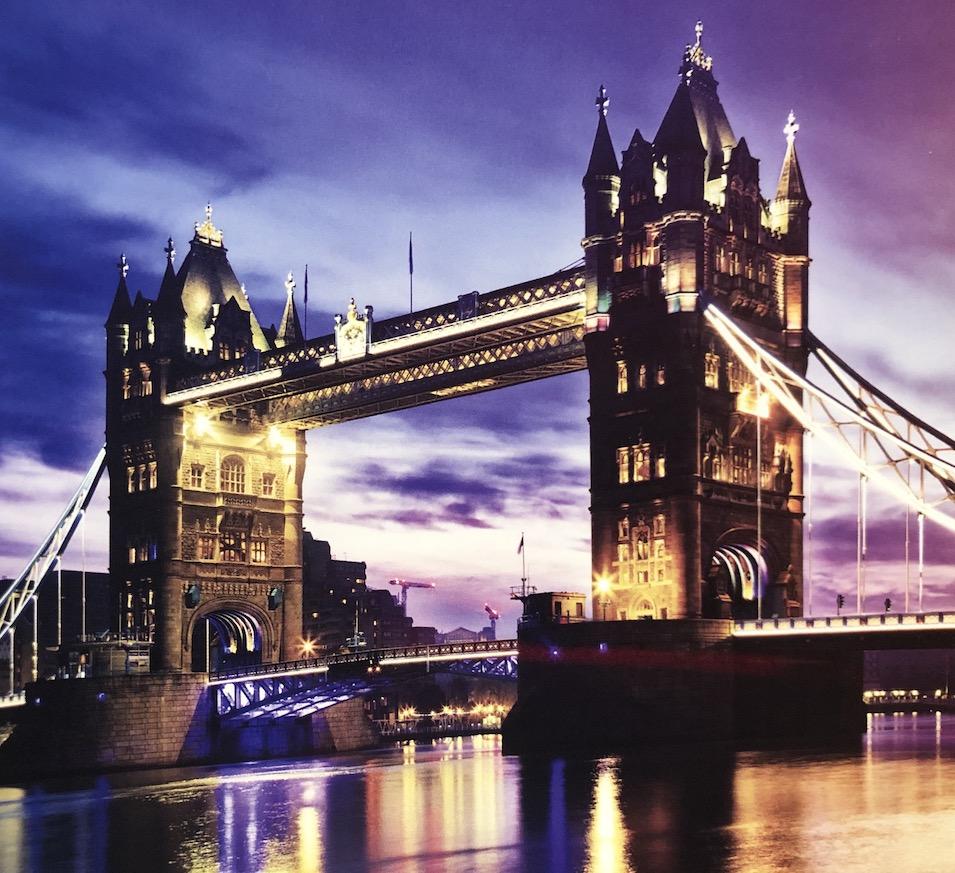 Tower Bridge in London bei Nacht