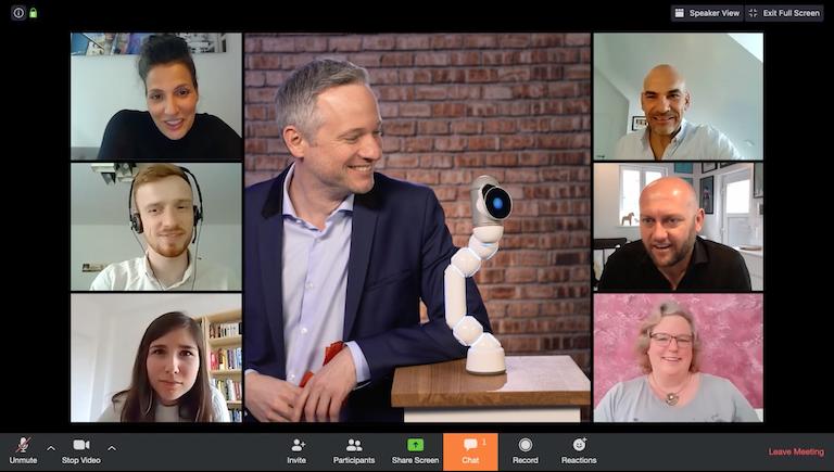 Virtuelle Zaubershow - Einzigartige Effekte mit Robotern in Simon Pierros Zoom Show